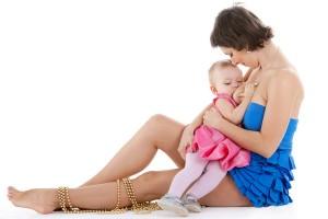 Mama care alapteaza copilul