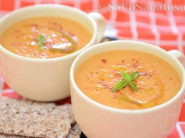 Supa crema de rosii cu avocado