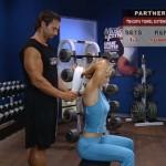 Antrenament acasa - Antrenament cu un partener - 5. Triceps towel extension