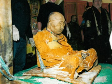 Calugar budist conservat natural
