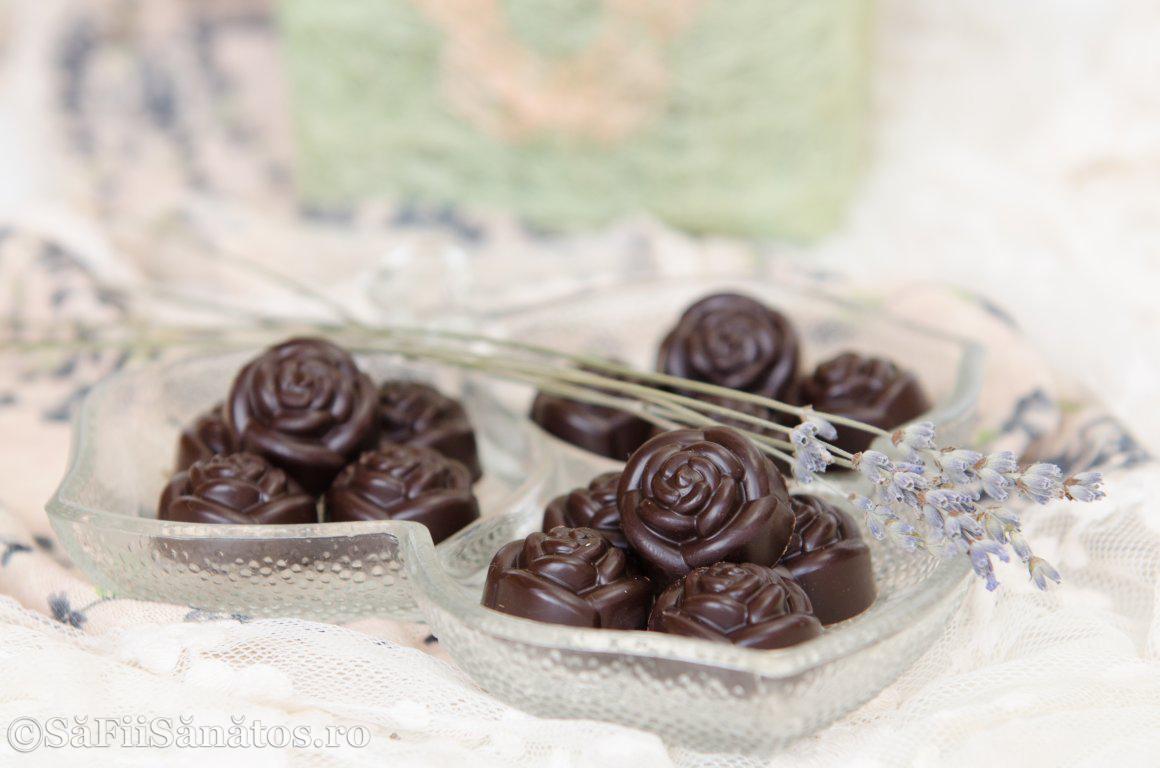 Praline de ciocolata raw vegane cu menta